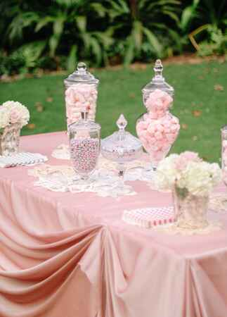 candy bar | Cristina Elena Photography | Blog.theknot.com
