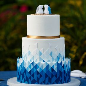 Blue wedding cakes modern blue ombre geometric cake junglespirit Gallery
