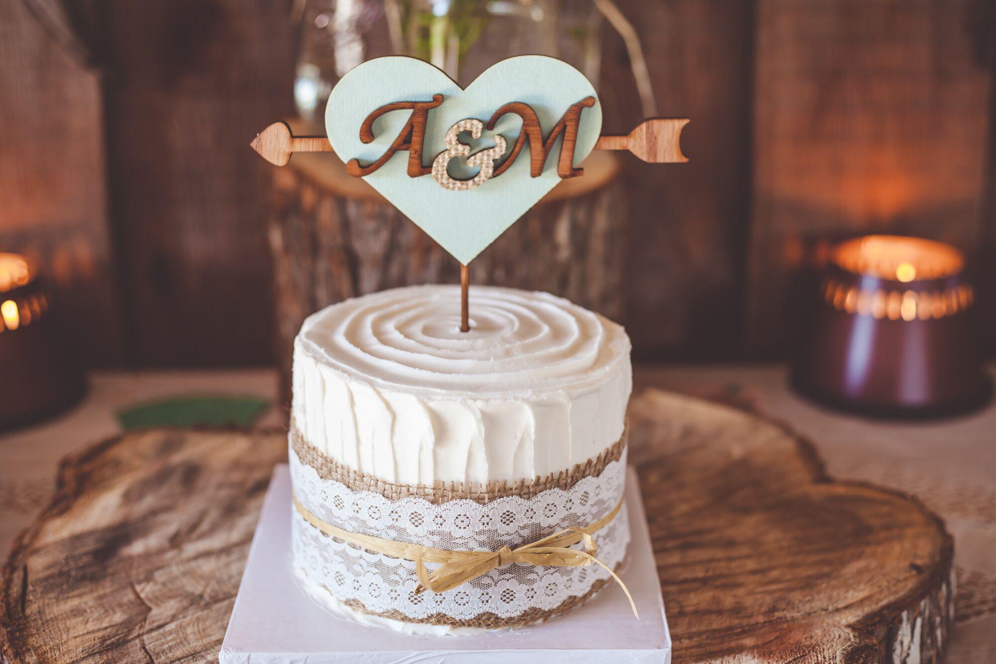 Single Tier Wedding Cake with Fun Arrow Topper