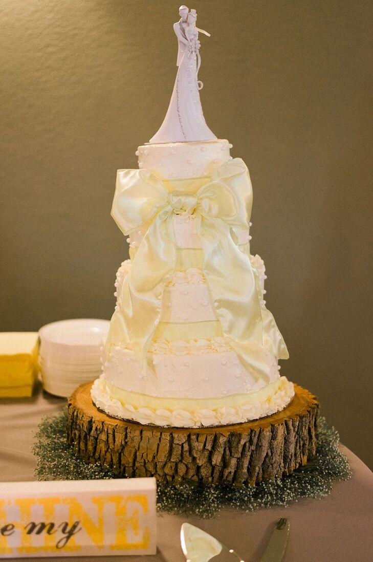 A yellow and gray wedding at agota springs in kingsport for Wedding dresses kingsport tn