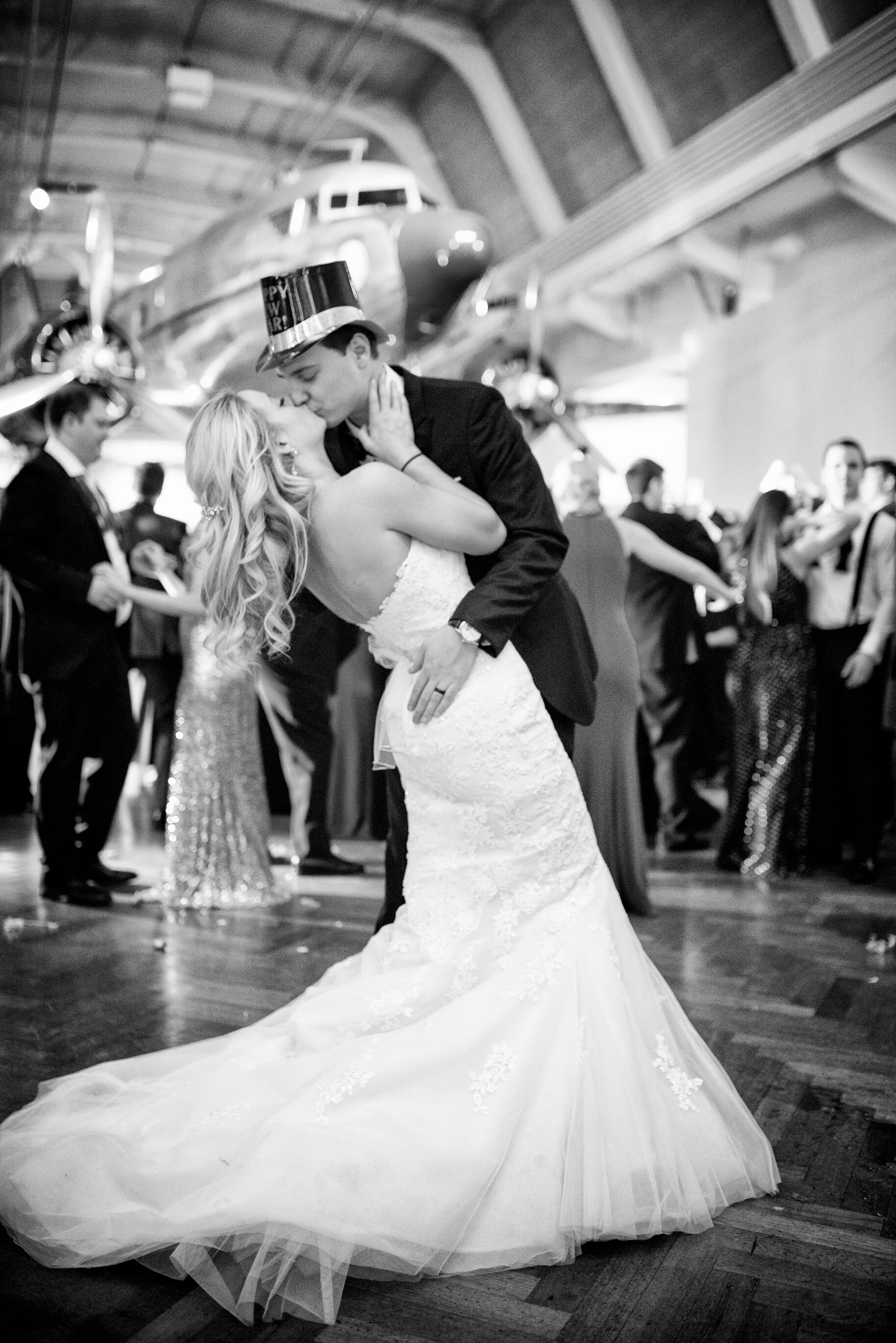 13 New Year\'s Eve Wedding Photos We Love