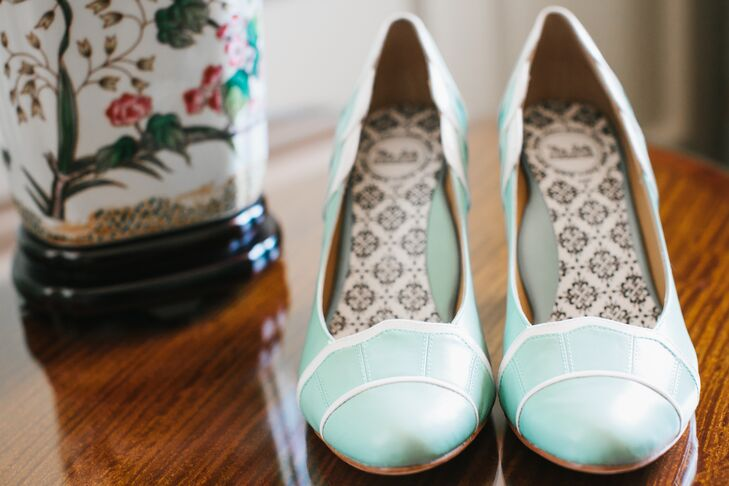 To compliment the color scheme of pink, turquoise and gray, Jackie accessorized her lace mermaid gown with retro-inspired heels in a mint green hue.