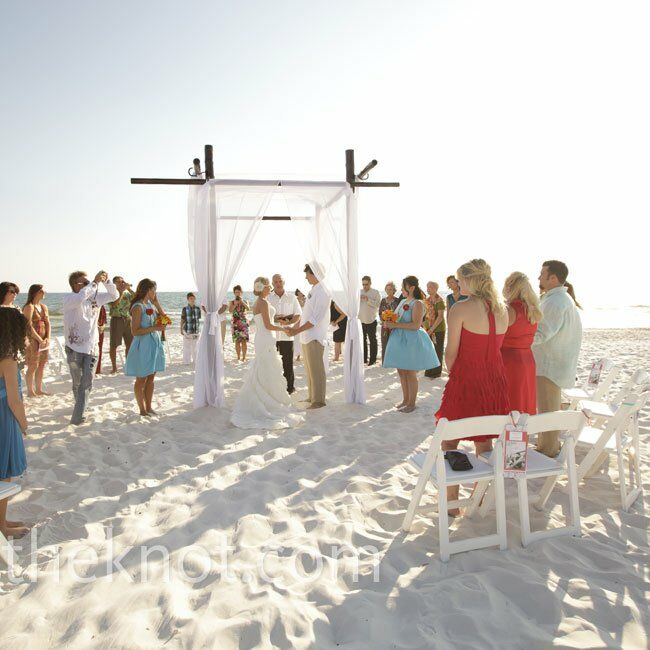 Informal Wedding Ceremony Ideas: Casual Beach Ceremony