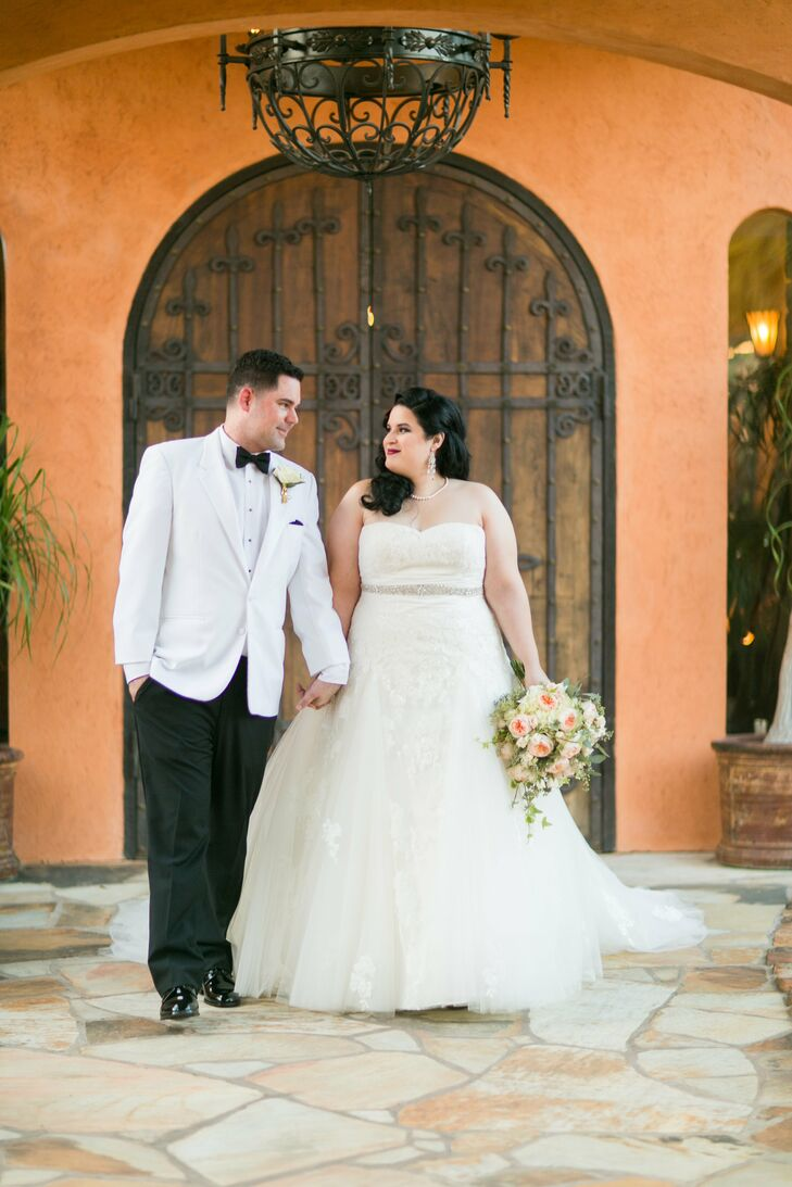 A Gatsby Hallowen Themed Wedding at Agave Real in Katy, Texas