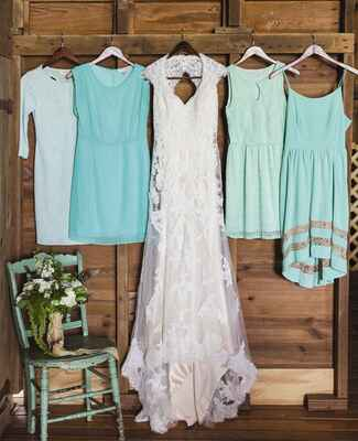 Shades of Mint Mismatched Bridesmaid Dresses |<img class=