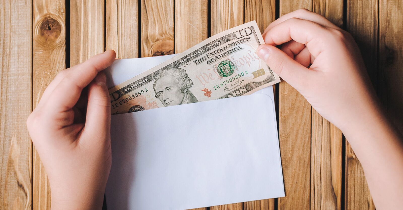 Wedding Vendor Tipping: How Much Should You Tip Your Vendors?