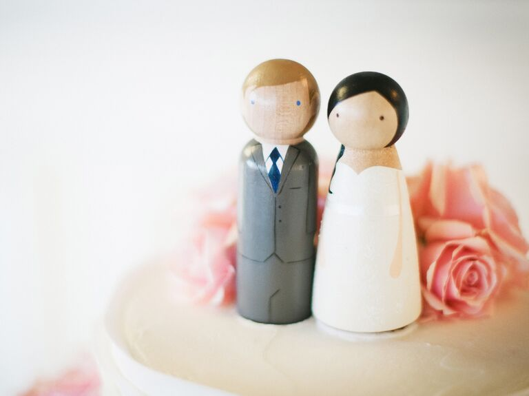 couple wedding cake 12 wedding cake facts 13016
