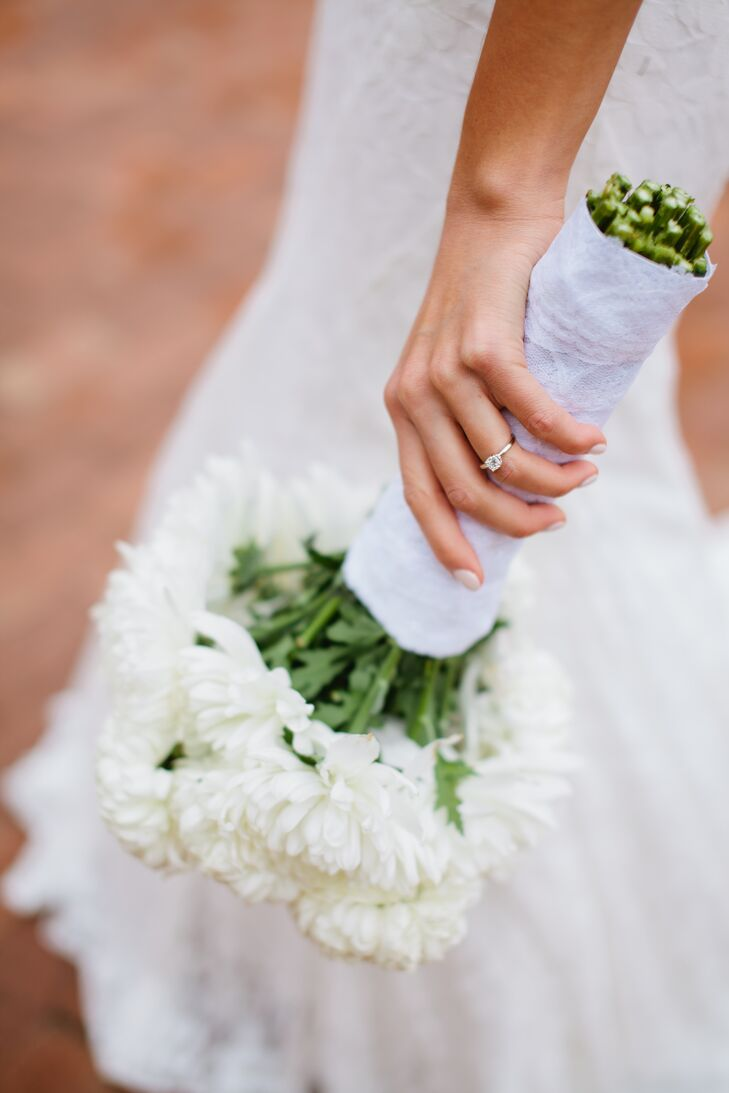 white chrysanthemum bouquet with lace wrap and princess cut, Beautiful flower