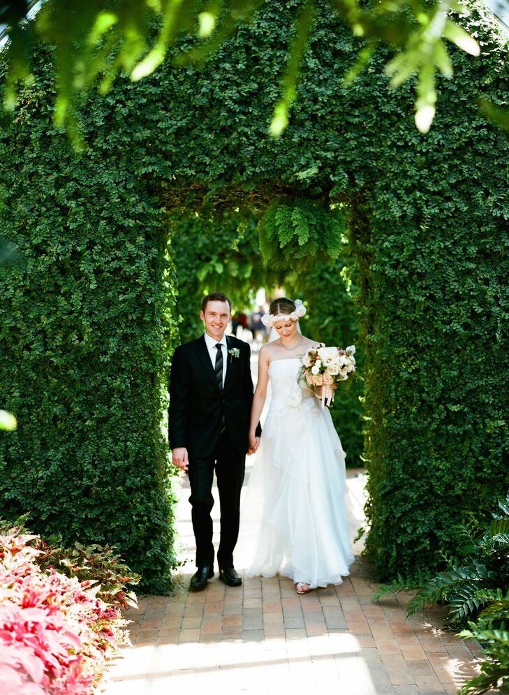 With leafy branch motifs on the stationery and gorgeously textured florals, Tessa Somermeyer (32 and a nurse) and Brendan McCaffrey (29 and a bakery m