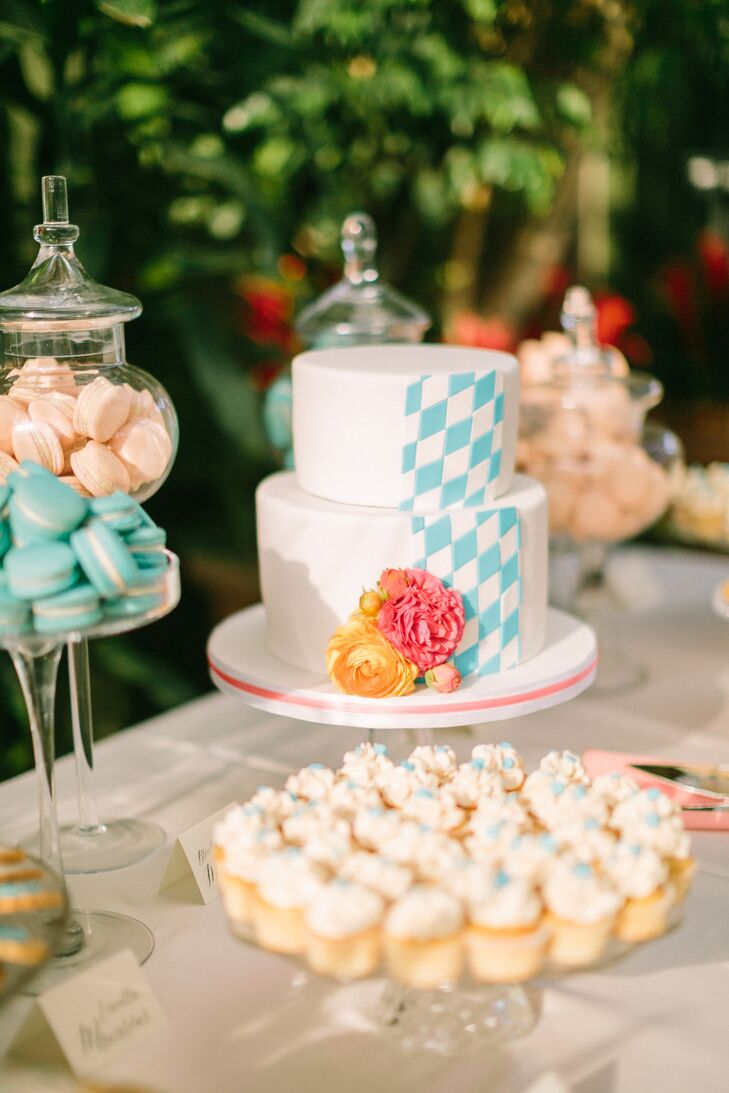The cake was decorated in a blue-and-white-check pattern similar to the Rautenflagge, or Bavarian flag of the groom's home state in Germany.
