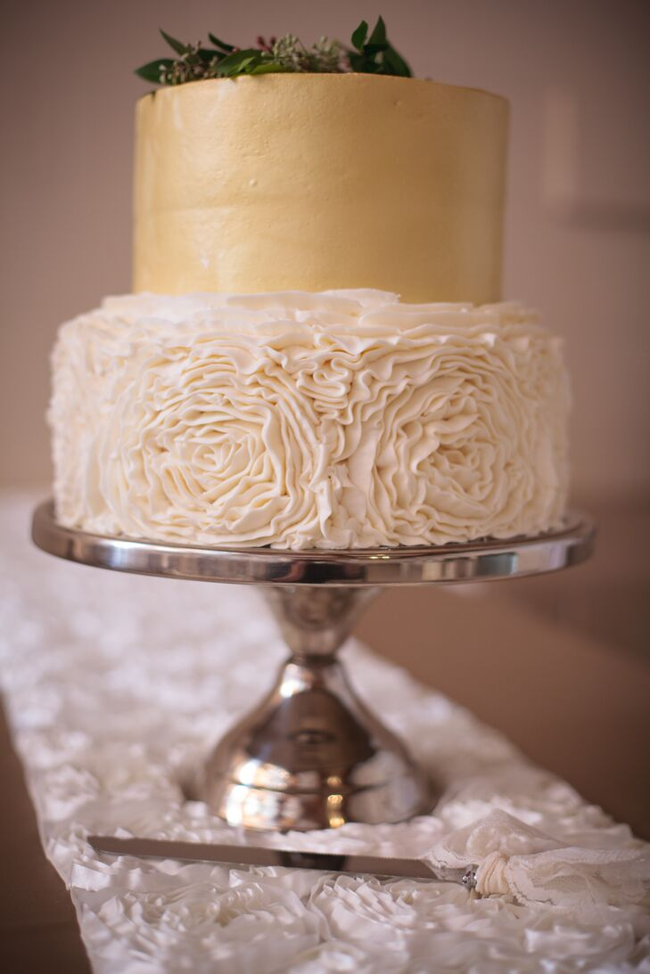 how to make a two tier cake with frosting