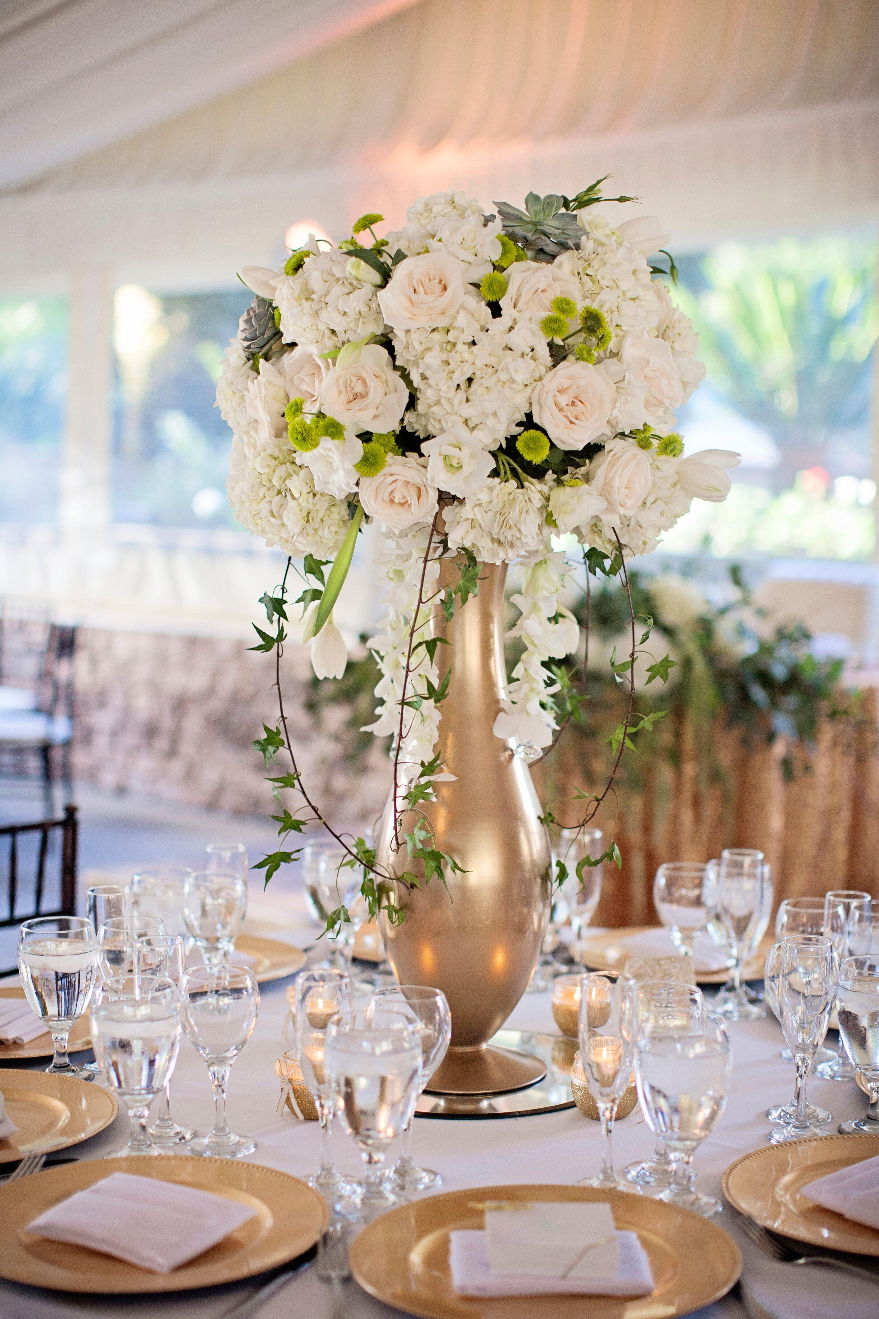 Romantic Hotel Room Ideas: Romantic Floral Centerpieces In Gold Vases