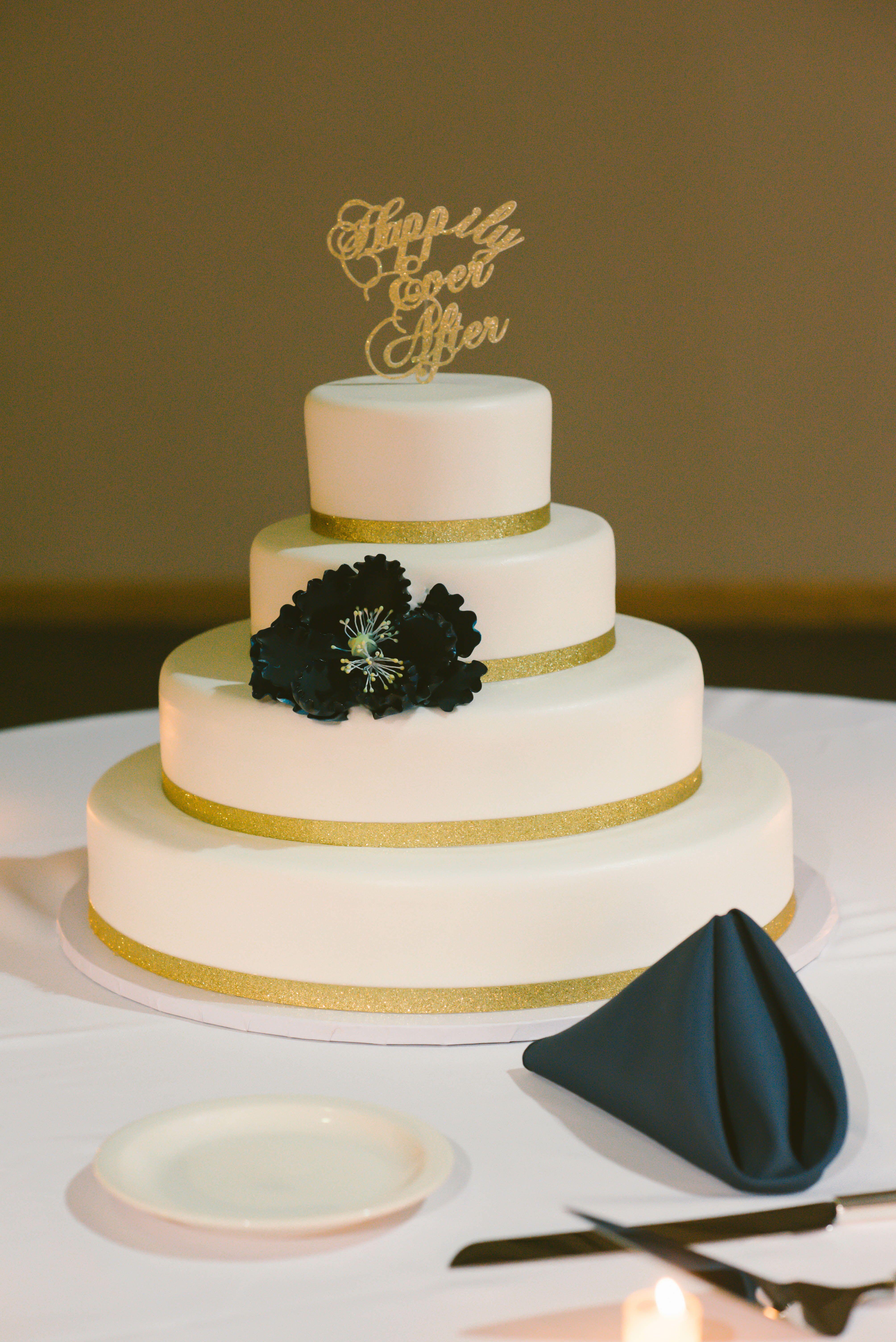 Ivory Round Fondant Wedding Cake