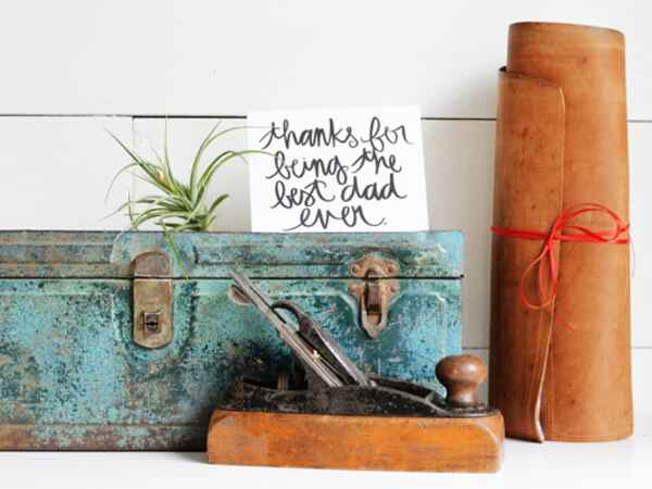 Craft Dad a DIY leather tool holder (the perfect handmade gift) for Father's Day!