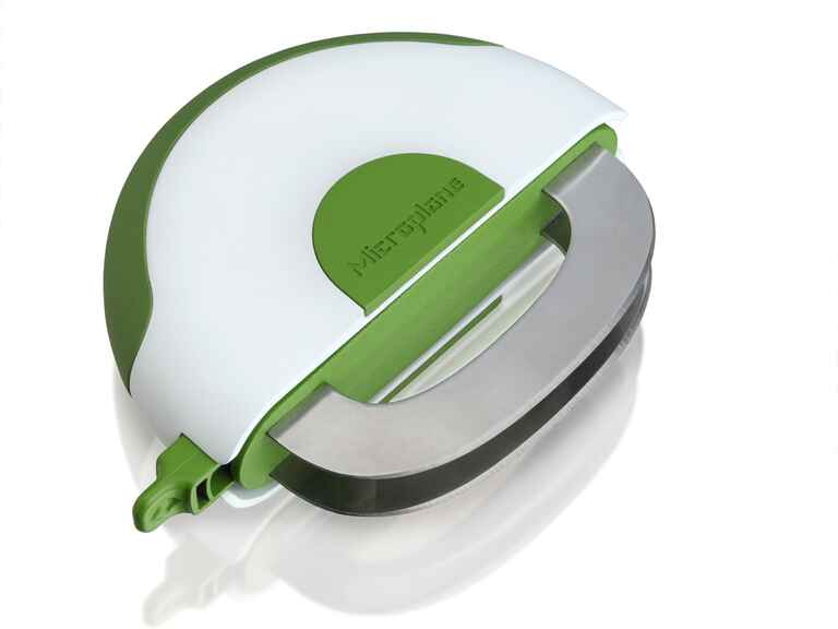 Easy to handle herb and salad chopper