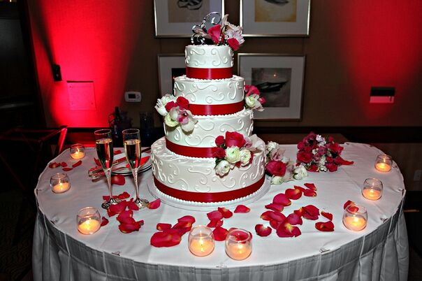 wedding cake bakeries in san diego ca the knot. Black Bedroom Furniture Sets. Home Design Ideas