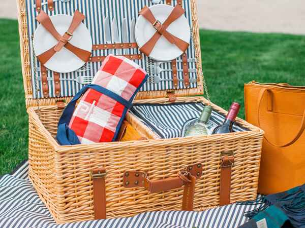 How To Throw The Perfect Picnic This Summer