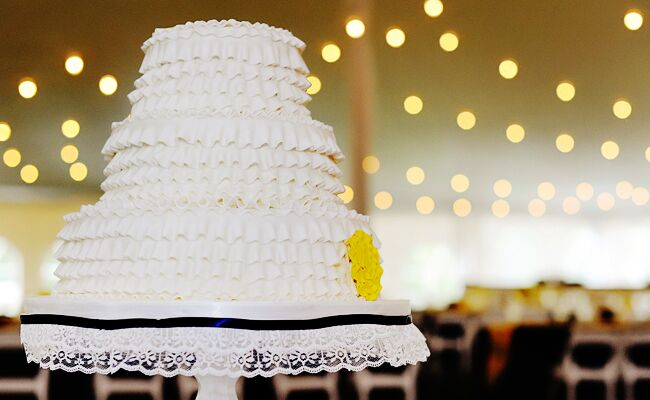 12 Wedding Cakes That Rock Ruffles