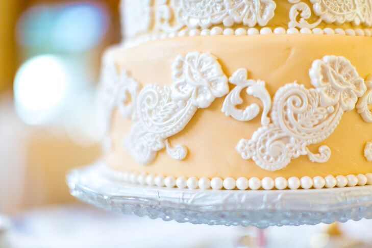 Intricate White Chocolate Lace-Inspired Cake Detailing