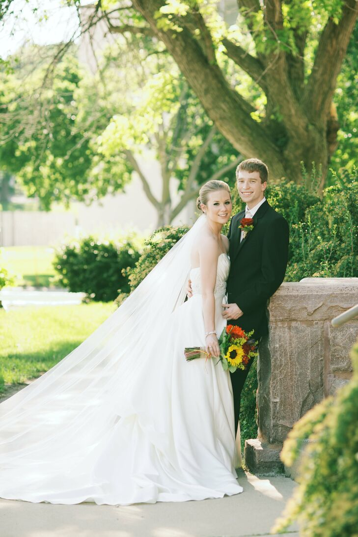 A rustic summer wedding in sioux falls sd for Wedding dresses sioux falls