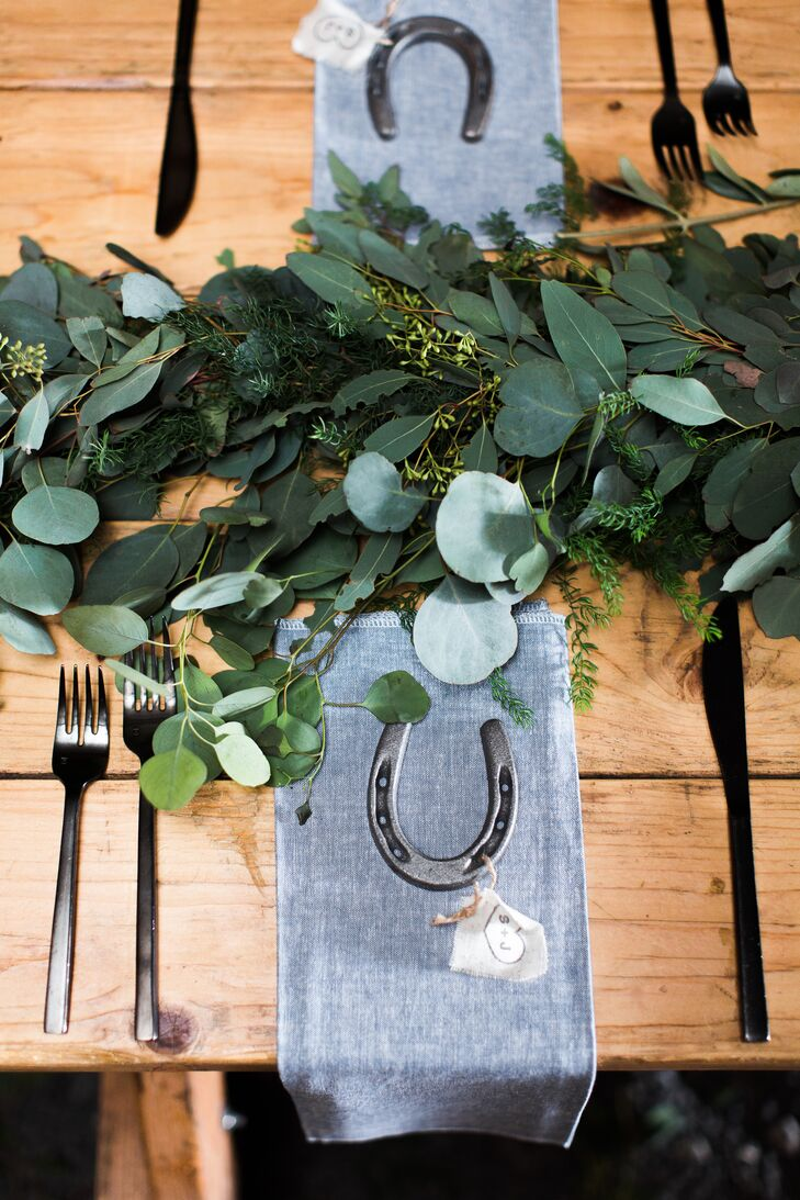 True to the rustic ranch theme—and in accordance to the tone set by the invitations— each guest was given a silver horseshoe as a wedding favor.