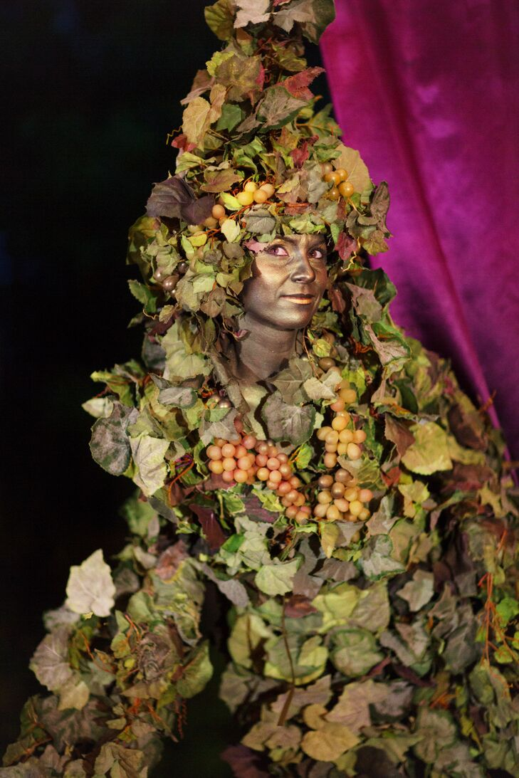 Ivy-Covered \'Living Vine\' Reception Performer