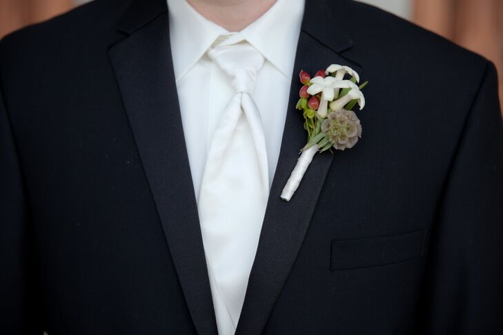 Rob accented his tuxedo lapel with a stephanotis, scabies and red hypericum berry boutonniere.