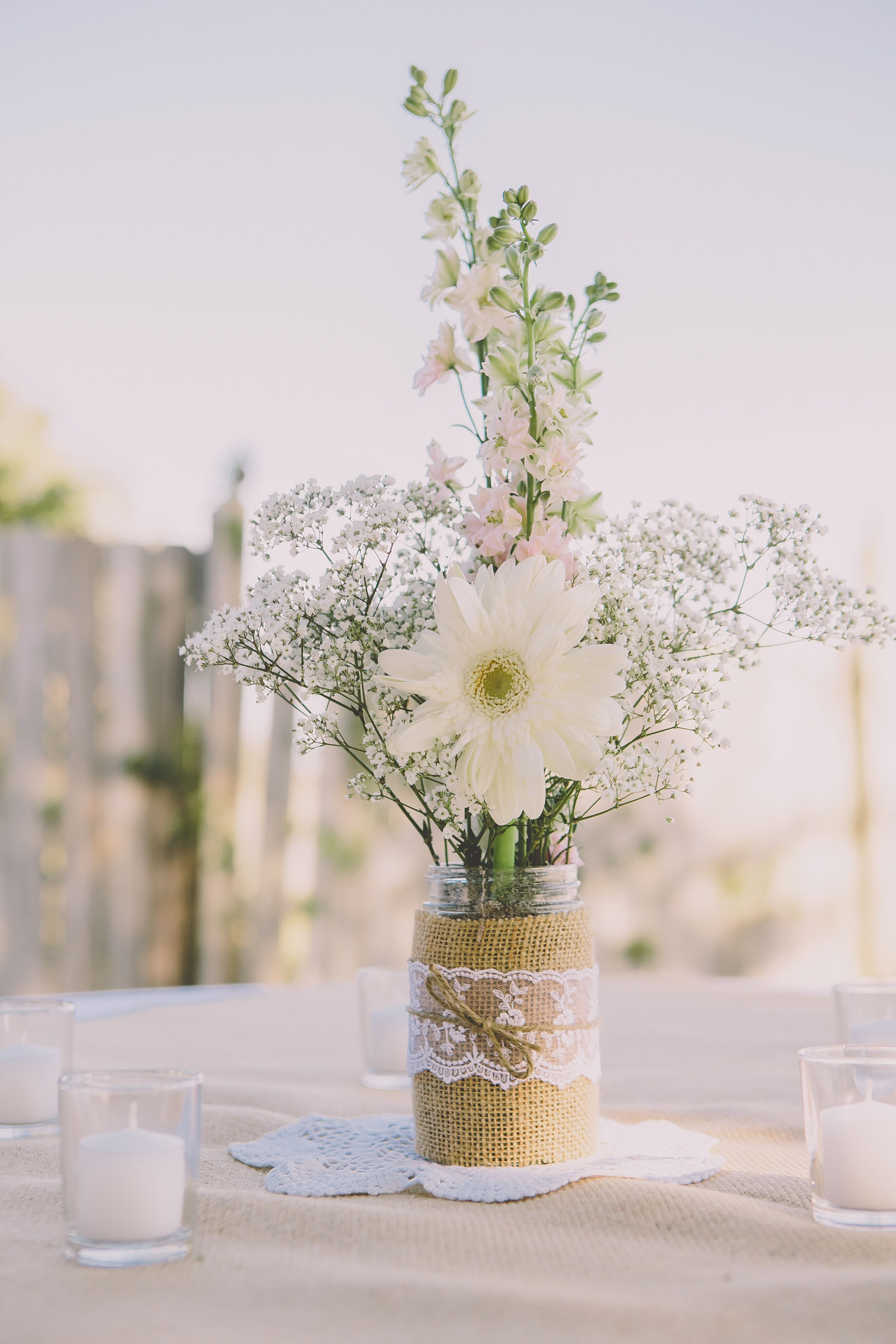 Simple Diy Baby S Breath And Daisy Centerpieces