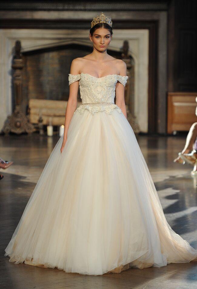 Inbal dror wedding dresses fall 2015 bridal fashion week photos inbal dror wedding dresses fall 2015 maria valentinomcv photo blogeknot junglespirit Images