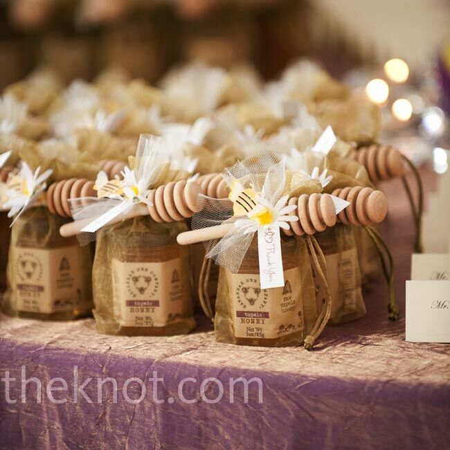 honey and praline favors With honey bee wedding favors