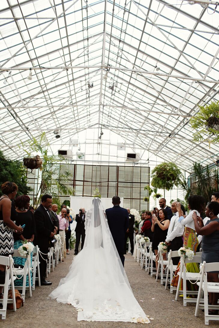 An Elegant, Modern Wedding at Fairmount Park Horticulture Center in ...