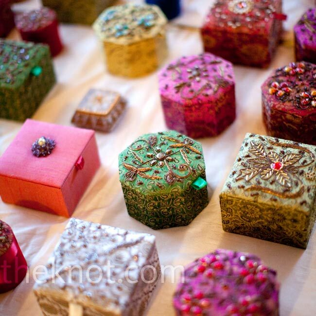 Gifts For Indian Wedding: Indian Box Favors