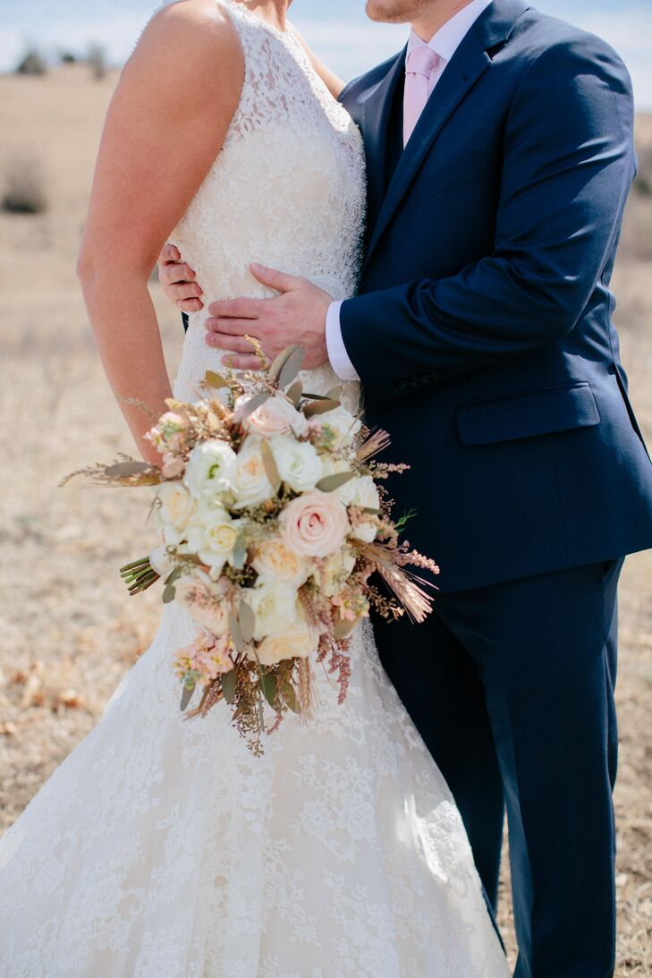 An elegant nature inspired wedding at prairiewood retreat for Wedding dress preservation little rock ar