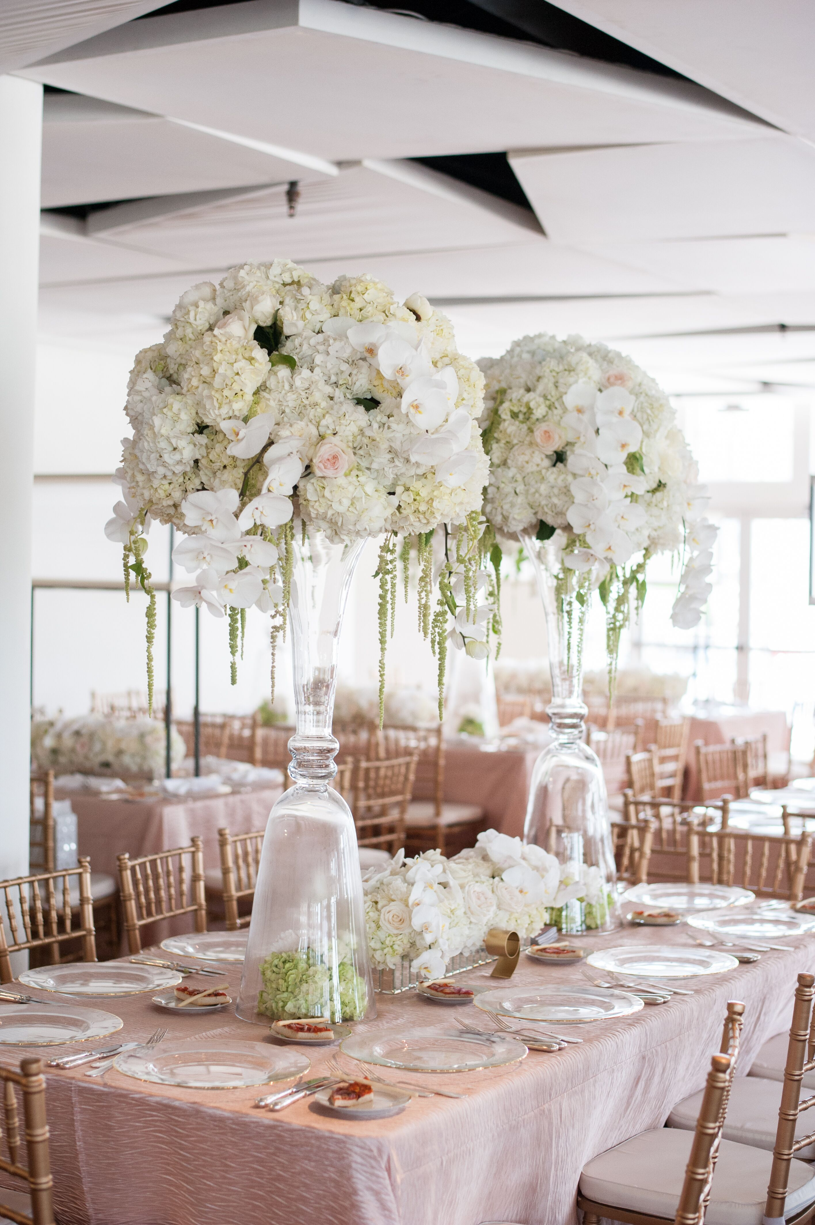 Modern hydrangea and rose centerpiece in clear vases