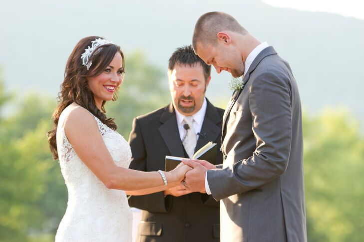 A Simple, Romantic Wedding at Tennessee RiverPlace in ...