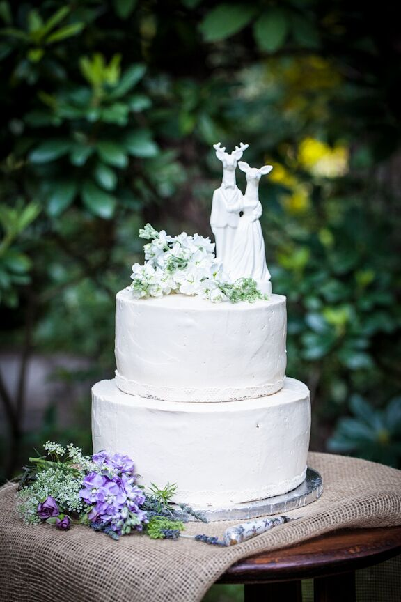simple round wedding cakes simple wedding cake with whimsical deer topper 20011