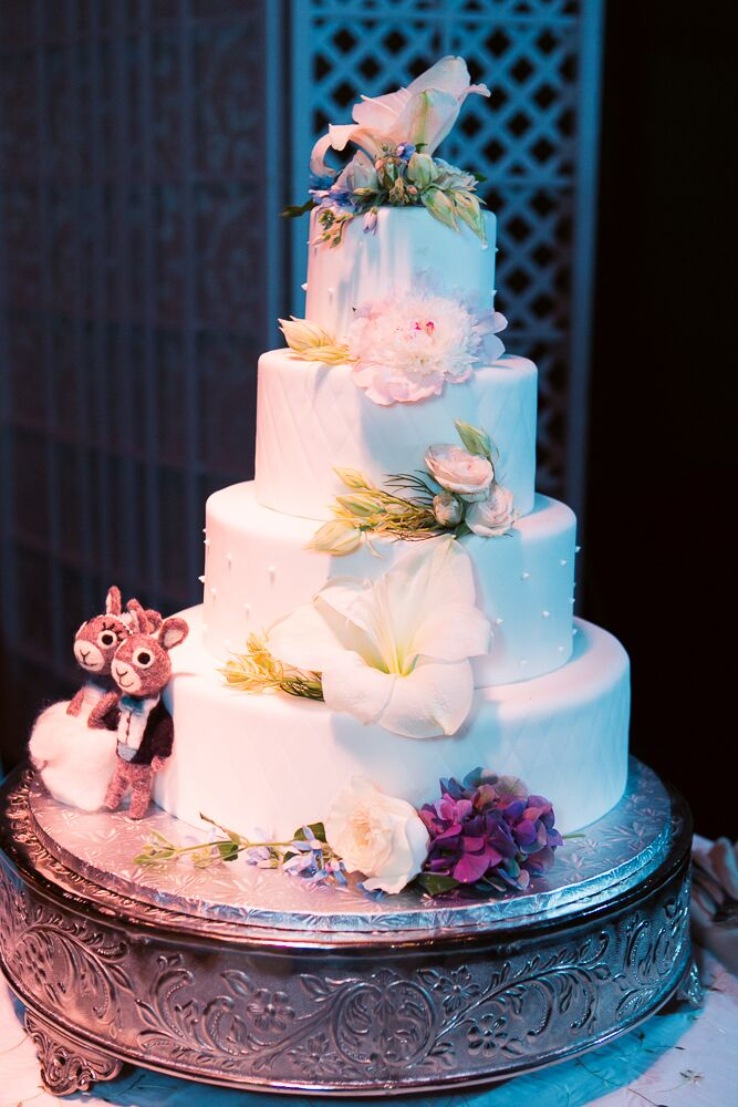 Four Tier Round Wedding Cake With Fresh Flowers