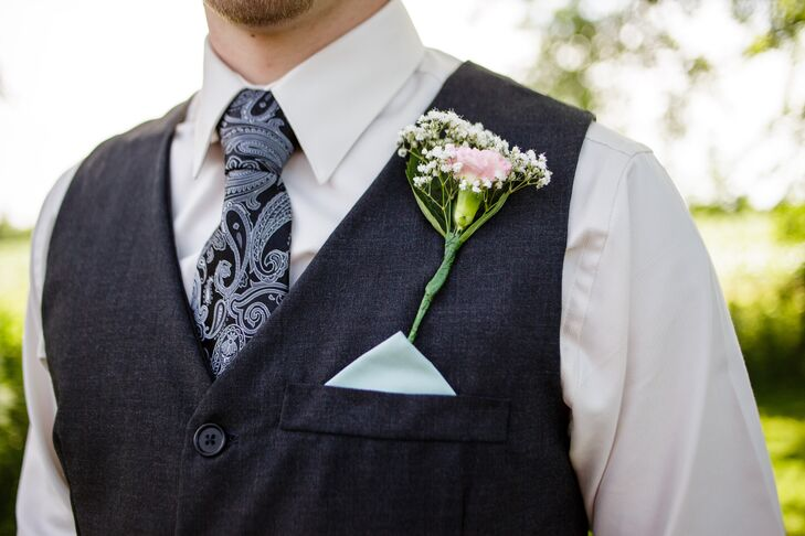 Eric had a single pink carnation mixed with baby's breath as his boutonniere, pinned to his black vest that had a mint green pocket square tucked in. He wore a blue paisley-patterned tie over his white collared dress shirt, while his groomsmen wore mint ties.