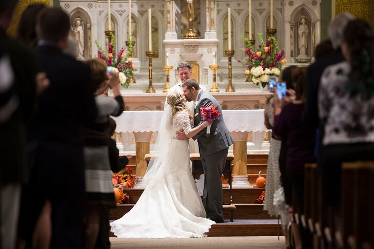 Catholic wedding ceremony first kiss junglespirit Image collections