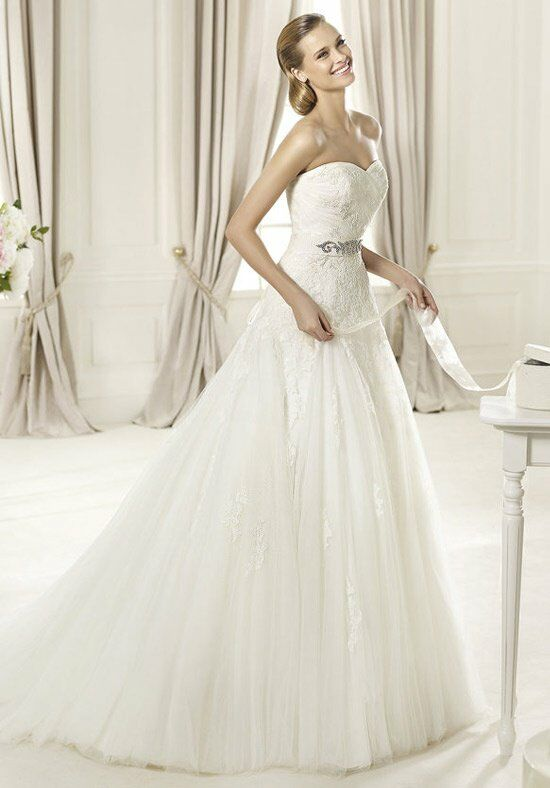PRONOVIAS DAGEN Wedding Dress photo
