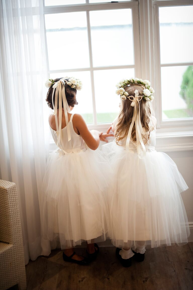 Flower girls before the wedding