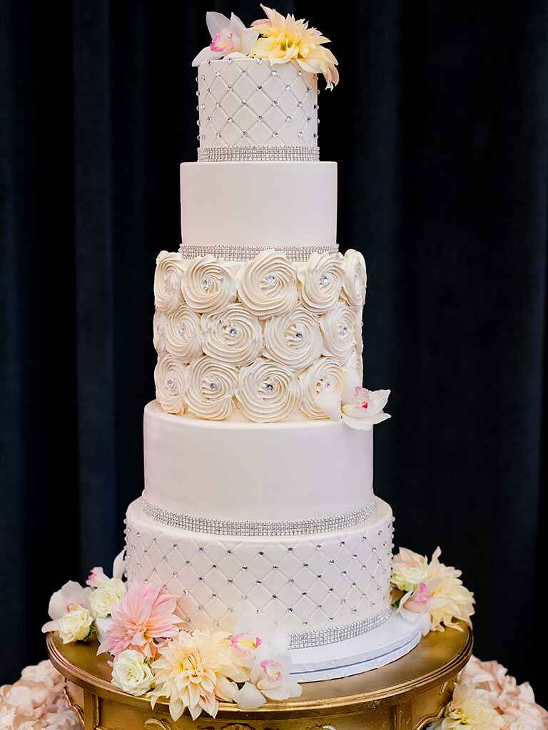 white wedding cake with gold bling 18 wedding cakes with bling that the show 27410
