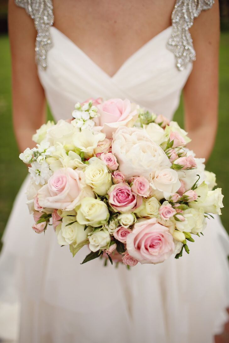 Classic Romantic Blush And Ivory Rose Bouquet In Dallas Texas