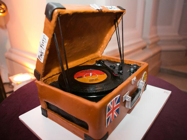 Old fashioned record player groom's cake