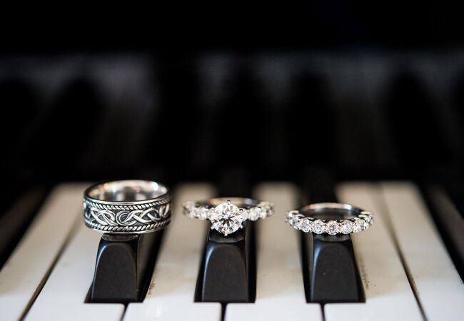Creative Ways To Display Ring Andres Valenzuela Photography The Knot Blog