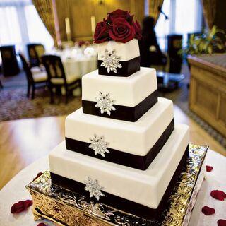 Winter wedding winter wedding ideas winter wedding colors real winter wedding cakes real winter wedding cakes junglespirit Gallery