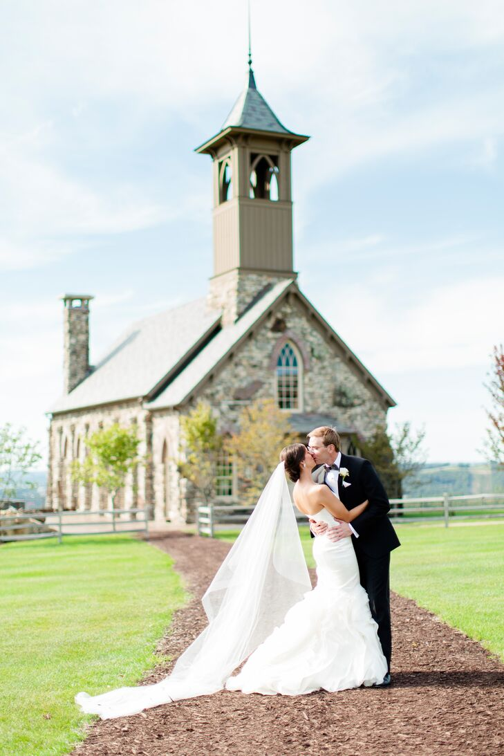 An Elegant Wedding With Old World Flair At Cedar Lodge In Ridgedale Missouri