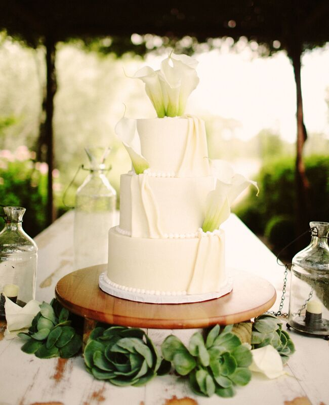 Photo  Kate Harrison Photography   Featured  The Knot BlogFeast Your Eyes on These 15 Fresh Flower Wedding Cakes. Fresh Flower Wedding Cakes. Home Design Ideas