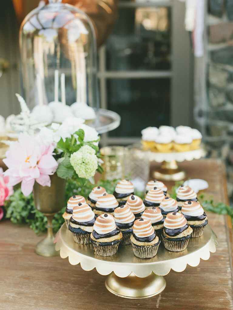 wedding cakes and cupcakes ideas 16 wedding cake ideas with cupcakes 23790