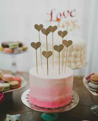 heart cake topper and single layer wedding cake |<img class=